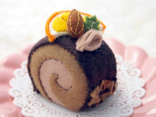 20110208 フェルトチョコロールケーキ